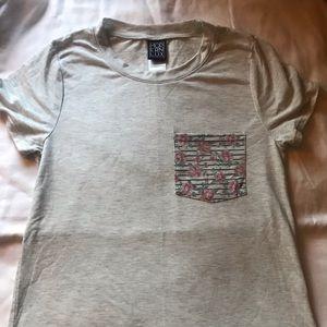 Cute flower pocket T shirt